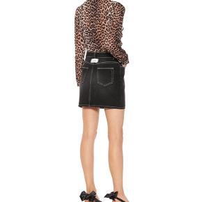 Smuk nederdel fra Ganni sælges🍭 Den er brugt, men i rigtig god stand Byd endelig🍒