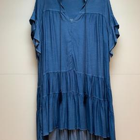 Smuk denim kjole fra mat fashion Brugt en gang Nypris 1149