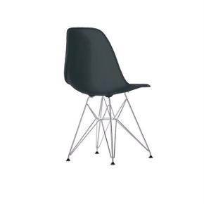 Jeg sælger fem stole fra Eames.   Mindstepris omkring 5000 kroner.   De kan afhentes på Østerbro :-)