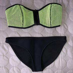 TRIANGL eftertragtet bikini Overdel brugt men i god stand Underdel brugt 1 gang og er som ny  Sælges enten samlet for 200 eller KUN underdelen for sig til 80kr !