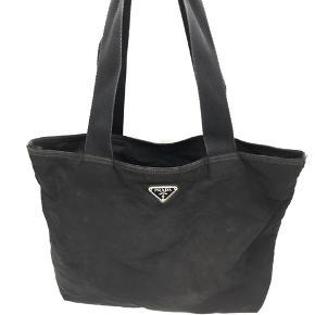Generelt slid på tasken, lynlåsen uden på skal skiftes og det er et hul i inderforret. God til festival eller standtur.  Mål: 42x34x9  No. 30