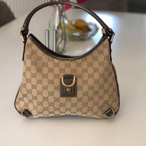 Model: Gucci Brown Leather GG Canvas Abbey D-Ring Hobo Bag Ingen skader eller brugsspor