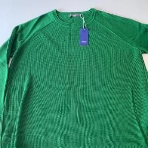 Flot sweater - ikke så tyk - i en flot grøn farve. Desværre aldrig brugt pga størrelse for lille.
