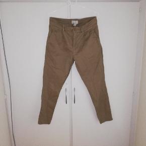 Bukser fra ONLY & SONS STR. W:30 L:32. Næsten ikke brugt. BYD😊