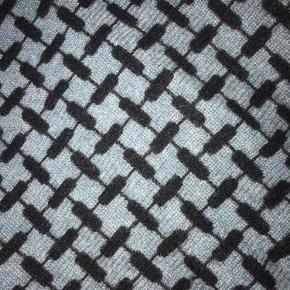 BYD!! Blødt og lækkert, small Lala Berlin tørklæde i farven blå/grå. Ville helst have 900 får det, da det aldrig er brugt, men er åben for alle bud! 🤗 Der er 0 tegn på slid og skader, og er næsten så godt som ny! 🧡 Kontakt mig privat 🙏🏽