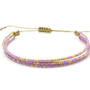 Miyuki multistrand armbånd af 3 led i smuk lyse lilla og mat guld på mink nylon snor. Armbåndet har justerbar lås og måler ca. 15,5 - 24 cm