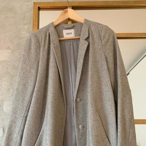 Fin blazer-frakke fra Envii.  Nypris 800kr.