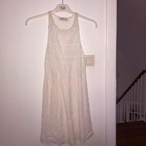 Flotteste kjole fra Abercrombie & Fitch.