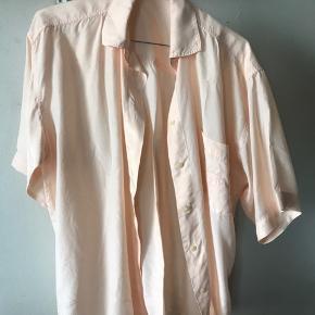 Lyserød/koral skjorte fra Lene sand Str. S Brugt 1-2 gange Byd Køber betaler fragt