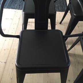 Jernestole, 6 stk., samlet pris 400.- pr. stk. eller 500.- pr. stk. sædehøjde 45,5 cm, ryghøjde 37 cm, sædebredde 38 cm, sædedybde 38 cm.