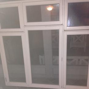 Trævindue med 6 oplukkelige rammer mærket er ukendt og vinduet er ca 6 måneder gammel har været monteret længde 184,3 cm højden 170,0 cm