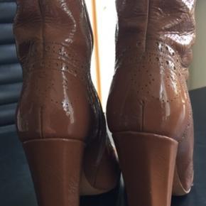 Lækre støvler fra Miu Miu, str.39 Nypris 5000,- sælges for 850,-