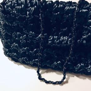 Sælger denne skønne lille taske fra Maria la Rosa, købt i Italien.  Brugt 2-3 gange og fremstår som ny. Kommer i original pose.