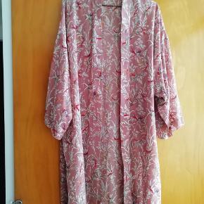 Helt ny Sofie schnoor kimono. Str L. Nypris var omkring 899.95kr. Tænker derfor 300kr nu