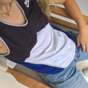 Cool Nike vintage top! Fitter Xs/S