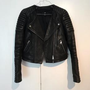 Lækker læder jakke fra H&M❗️ Np: 1000kr  Mp: 300 kr Ægte læder, og i god stand 😊