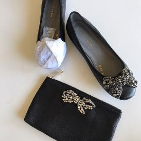 """De smukkeste ballerina fra Stylesnob i sort skind med en smuk sløjfe i """"diamanter"""" 🌳🌸🌳 sammen med skoene sælges den smukkeste tilhørende clutch ligeledes fra Stylesnob 🌳🌸🌳"""