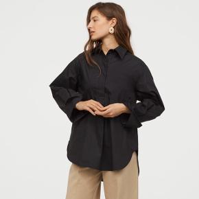 Fra H&M Trend. Oversize model, så passer bedre en medium. Vasket en gang på 30*. Købt for et par dage siden i butikken til 399kr.