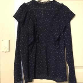 Sød bluse, brugt en gang da købt for stor😊