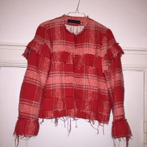 Super fin rød Zara jakke, str. M!!❤️ Brugt meget lidt, så fremstår som ny.