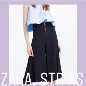 💐Mørkeblå culottes fra Zara med sølvfarvet rund lynlåsring. Helt nye, stadig med prismærke på. Str. XS  Sælger da de er for små til mig.  Se også mine egne annoncer mængderabat ved flere køb😊