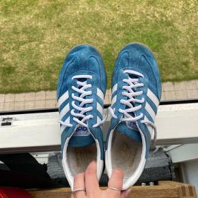 Fede Adidas speciel i blå. Brugt meget lidt😁 BYD gerne