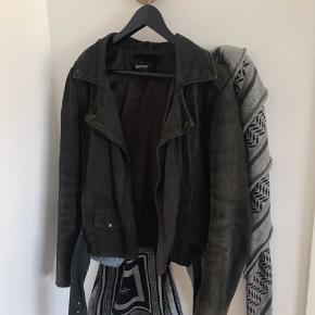 STAND BLACK NUDE jakke  Sælges billigt den den er bugt meget  Np: 1439kr  Mp: 150  Sender og mødes i Aarhus