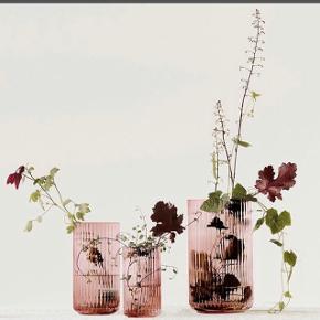 SØGER SØGER SØGER  Lyngby vase i farven Burgundy mål 15cm og 25 🤞