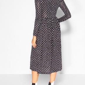 Skønneste kjole, forhandles stadig i butikkerne ⭐️ Skriv endelig ved flere spørgsmål  Se også mine andre annoncer 😊