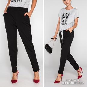 Sorte Vero Moda bukser - str. M / 32  Kun brugt 1 gang, da jeg desværre har købt dem i forkert størrelse.  Kan afhentes på Nørrebro