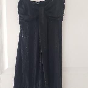 Ny smuk kort kjole eller top..  Der står xs/s i...  Stoffet gir sig   35pp