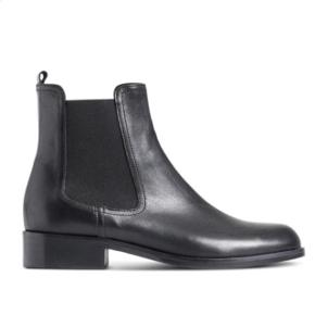 Fine sorte Chelsea boots/læderstøvler fra Stylesnob. Jeg fik dem i gave og nåede ikke at bytte dem i tide, men de er desværre for små. Derfor er de kun brugt en enkelt gang i et par timer. Nypris var 1100 kr. Jeg sender gerne flere billeder 😊
