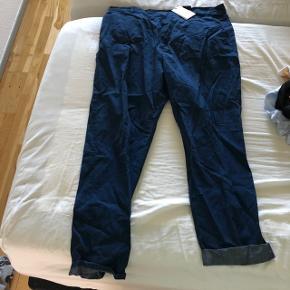Helt nye COS bukser i 44.
