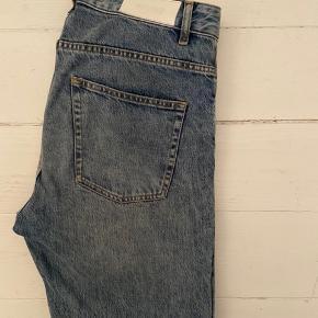 Whyred jeans, model Hell, lyseblå. Str. 33 x 32, normale i størrelsen. Som nye, kun brugt få gange