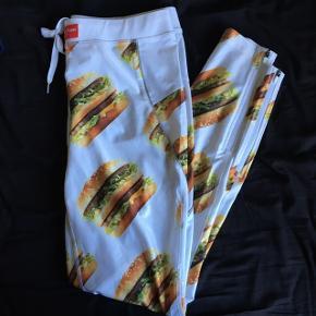 """Ja, det her er vundet i """"Big Mac Bingo"""" - BYD!! Sælger kun hvis det rette bud kommer!  Skriv for interesse ((: Tjek min profil ud for meget mere tøj, makeup og div. andre produkter."""