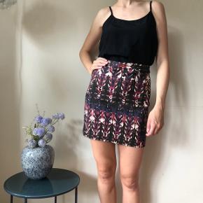 Mønstret nederdel - aldrig brugt 🌸 størrelse 36 og i rigtig god stand.