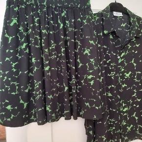 Sæt sælges, blusen er en small (Ses i mine annoncer) nederdelen er en xl. sælges enkeltvis eller samlet. 1 stk 300.. samlet er prisen 550. Køber betaler  porto sendes med DAO.