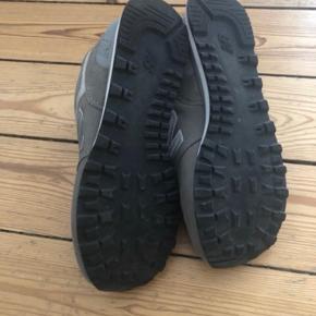 Super fine New Balance sko, kun brugt en enkelt gang. Nypris 800kr byd gernr