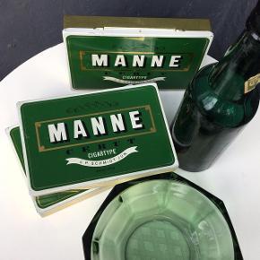 -Gamle fine og helt intakte cigaræsker fra Manne i super fin stand 15x10cm  -Original Thor ølflaske af ældre dato  Pr. stk. 40kr.
