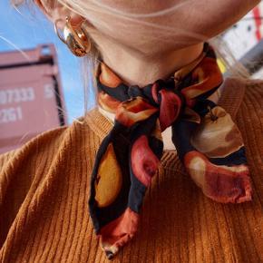 Smukt tørklæde med æblemotiver 🍎 #30dayssellout