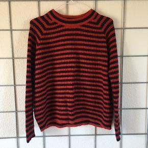 Lækker stribet sweater fra Envii sælges.   Str. XS, men passer nemt en str. S.   Nypris: 450,-
