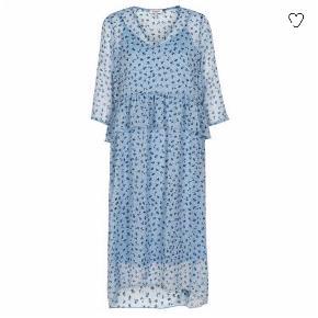Smuk lyseblå kjole fra Soaked in Luxury (model: Miriam) i str. XS