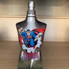 Jean Paul Superman 125ml parfume  Special edition  Nypris 7-800kr  Sælges for kun 300kr   5 måneder gammel og brugt meget lidt