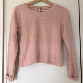 Baby pink top, is in-between a t-shirt and a jumper since it is not very thick.