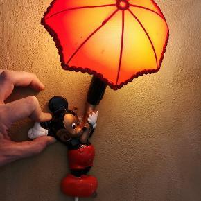 Retro Mickey mouse lampe. Dog med hul i skærmen.