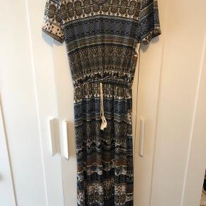 Jeg sælger denne kjole, som aldrig er blevet brugt. Den i rigtig god tilstand :)