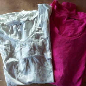 2  T shirt pink og hvid  sælges samlet..de wr brugte men pæne og begge str M ...mærket klippet ud i pink