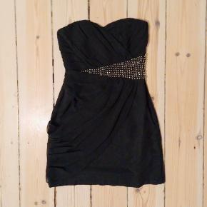 Rigtig flot nytårs RAVEN kjole fra VILA både med prismærke i stadig og stropper til kjolen 💎  100% polyester   Blingbling Helt ny Nytårs kjole Party dress    12-S