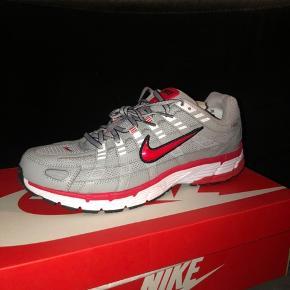 Helt nye Nike p-6000! Sælger disse populære sneakers, da jeg var helt forelsket i farven og derfor købte flere par.  Jeg får dem dog ikke brugt så meget som jeg havde forestillet mig og har derfor ikke brug for mere end ét par.  Sendes på købers regning