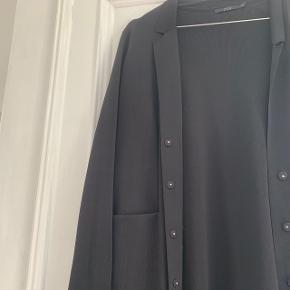 Super fin jakke/cardigan med knapper. Intet synligt slid.